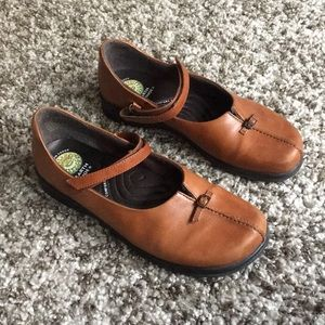 Earth Shoes brown leather Mary Janes